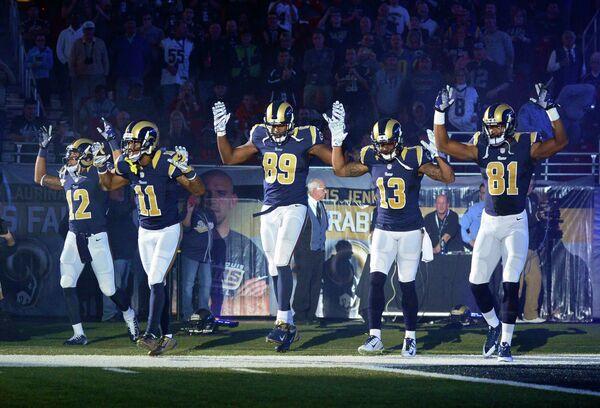 Los St. Louis Rams rechazan condenar a jugadores por protestar contra violencia policial - Sputnik Mundo