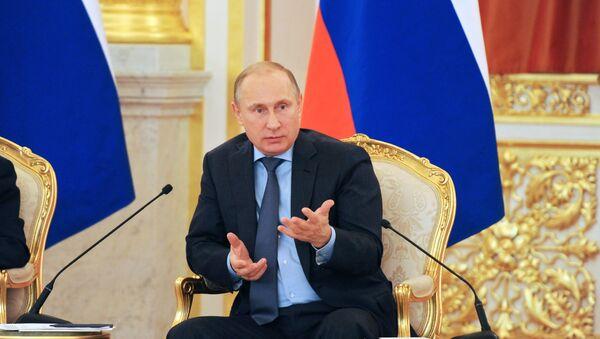 Putin critica la cobertura de los sucesos en Ucrania por encargo político - Sputnik Mundo