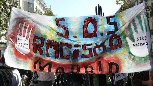 Un movimiento SOS Racismo alerta del aumento de discriminación en instituciones españolas - Sputnik Mundo